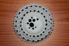 Ilonas Tropas mājas apstākļos izgatavotās pērlīšu brošas